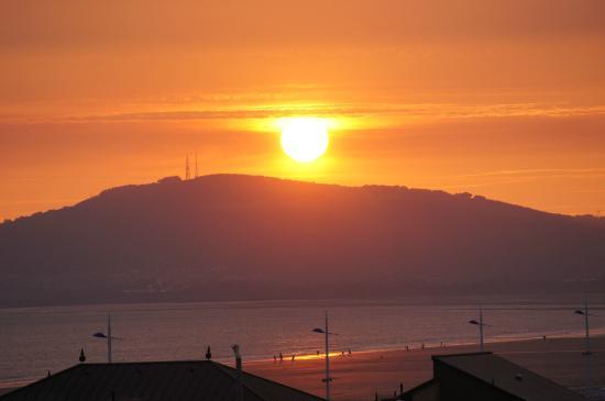 Best Western Aberavon Beach Hotel: caught some of the sunset. . .