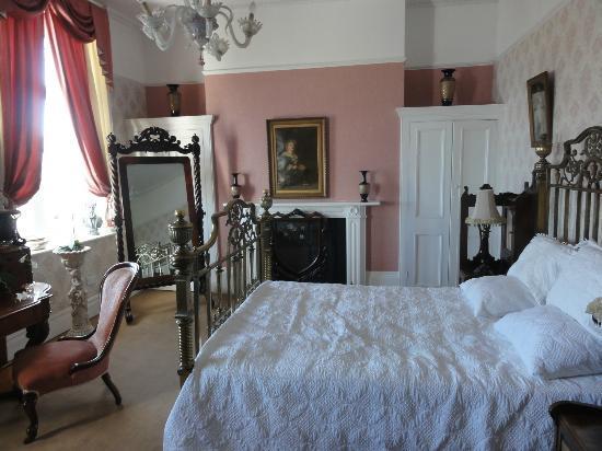 Bleak House : The Charles Dickens Suite