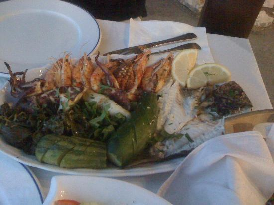 Taverna Anatoli: The beautiful fish dish, prawns, squid and fresh fish caught by the owner's father that morning