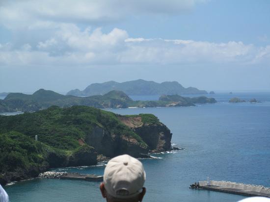 Hahajima Island: 沖港を望む
