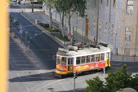 Residencial Roxi: The view from our room ... take tram 28 to see Lissabon!