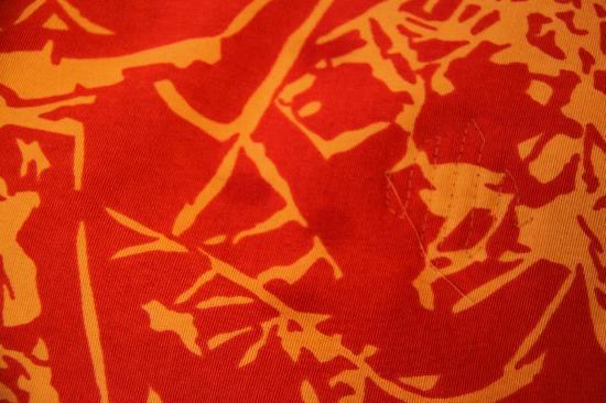 Mercure Nancy Centre Place Stanislas : Taches sur le dessus de lit de la chambre