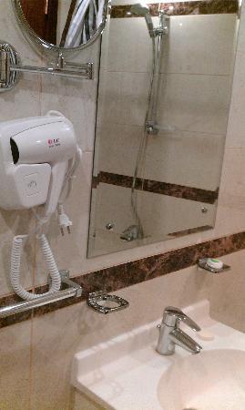Nersian Al Mashaer: Bathroom
