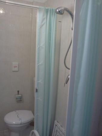 Hotel Turandot: la doccia con tendina