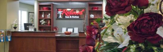 Redwood Inn & Suites : Lobby Area