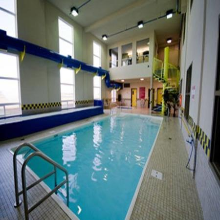 Redwood Inn & Suites : Pool