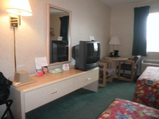 Super 8 Canandaigua: Room