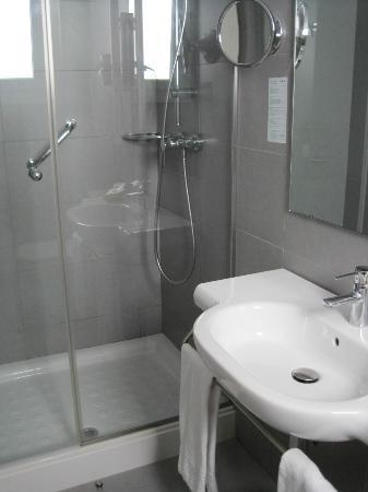 Hotel Mediterrani: Bathroom