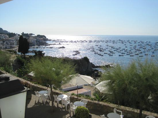 Hotel Mediterrani: View of the sea and town from the breakfast room