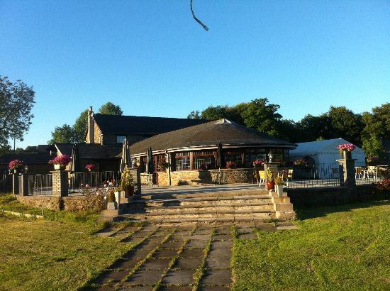 The Countryman Inn: Patio Area