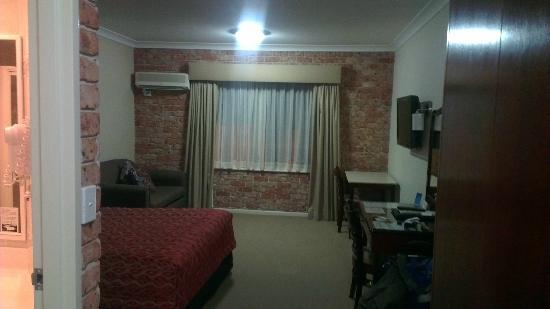 Endeavour Court Motor Inn : The Room