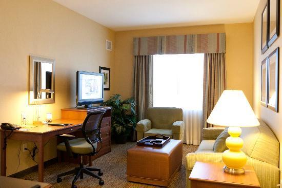 Homewood Suites by Hilton Phoenix Airport South: Suite living room