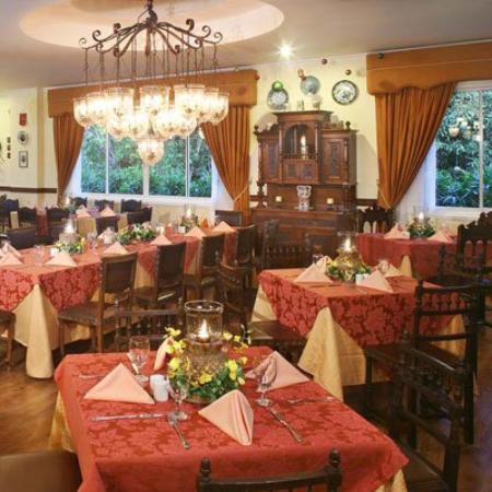 เดอะ พีค็อก การ์เดน: Restaurant