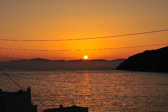 Pelagos Hotel : vue coucher de soleil de notre balcon