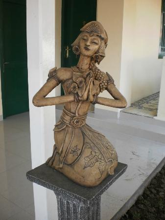 Textile Museum (Museum Tekstil): Woman Sculpture in Javanese-styled Clothing
