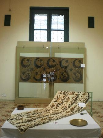 Museum Tekstil: One of the Islamic-Influenced-Fabric Collection