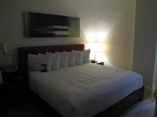 The MAve Hotel: King size bed