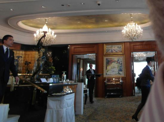 Klassisch elegant!! - Picture of Petrus, Hong Kong