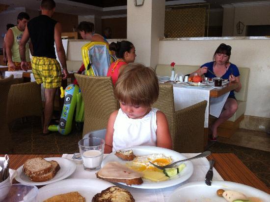 Akka Alinda Hotel: During dinner