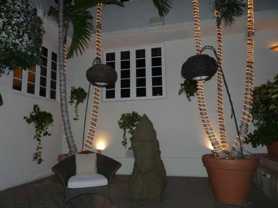 Cardozo Hotel: outside