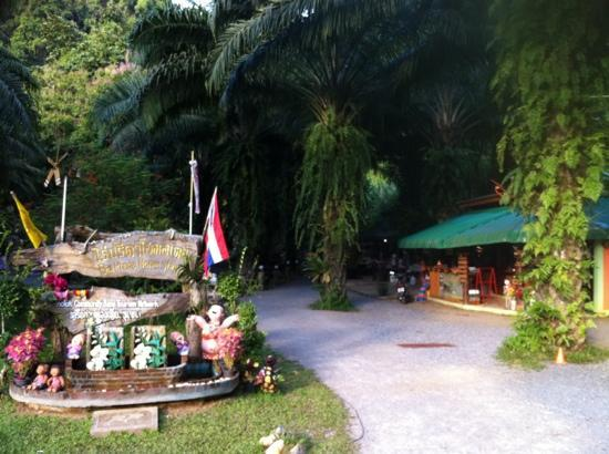 Raipreda Homestay: entrance