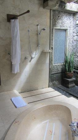 Pita Maha Resort and Spa: Outdoor, but covered, shower. All private and quite lush.