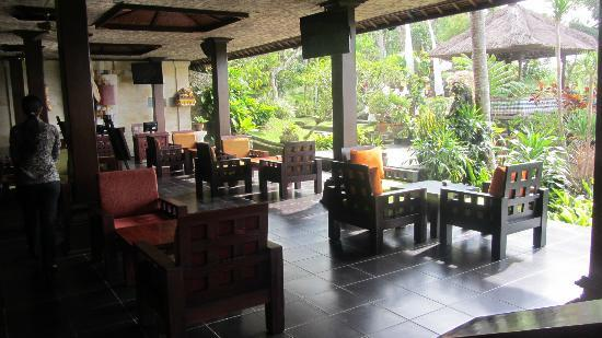 Pita Maha Resort and Spa: Resort lounge (great Afternoon Teas EVERYDAY).