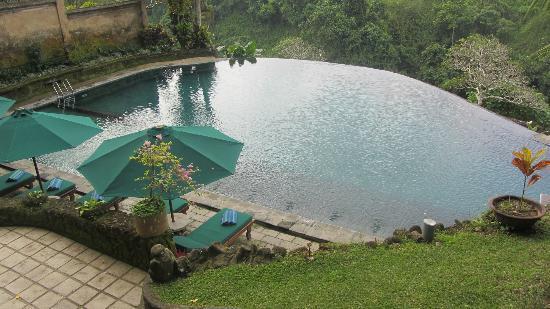 بيتا ماها: Public pool area. Bar nearby. Amazing view! 