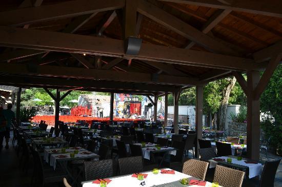 "Sampzon, Frankreich: Restaurant ""A l'ombre de."""