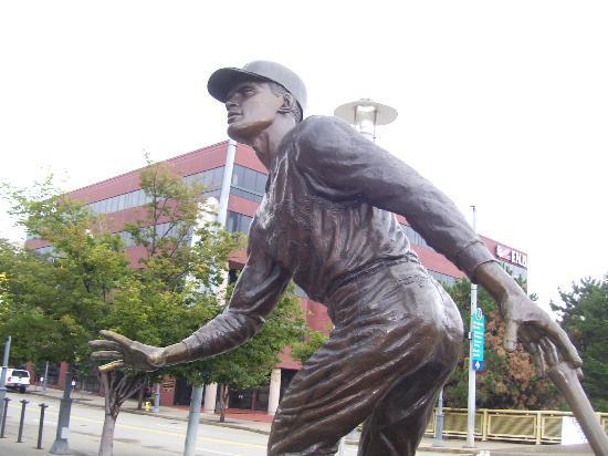 PNC Park: Roberto Clemente Statue