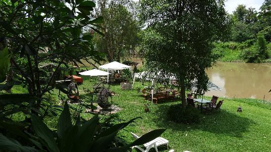 Villa San Pee-Seua: Jardin, espace pour le petit déjeuner