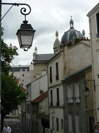 Le Temps des Cerises : Give yourself time to stroll this village-like neighborhood