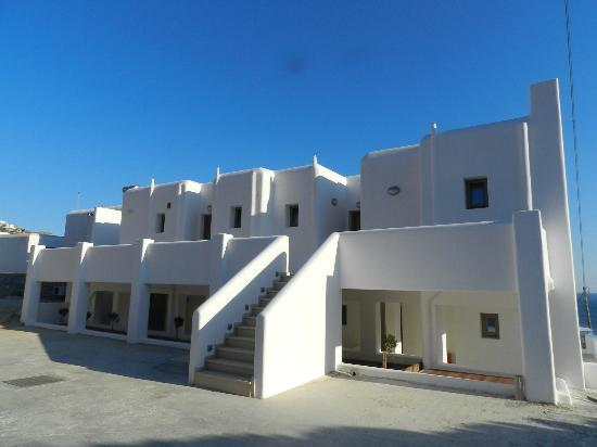 Lithos by Spyros & Flora: Rear View from Parking Area