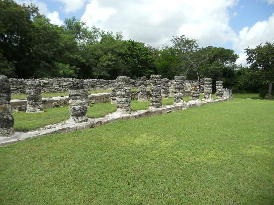 Mayapan Mayan Ruins: All around fantastic views.