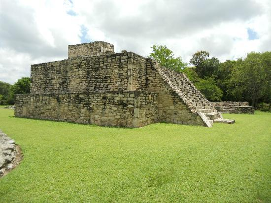 Mayapan Mayan Ruins: All around fantastic views.