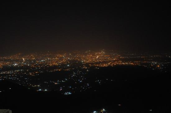 Hotel Mall Palace: Night View of Dehradun Valley from the Balcony
