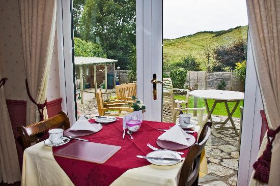 Cleeve House Hotel: Patio