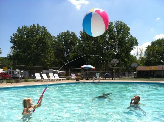 Sandusky KOA campground: campground pool