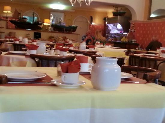 Hotel Avenue: Déjeuner