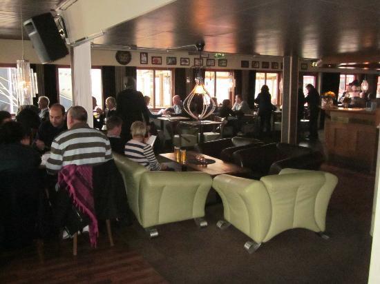 Corner Spiseri: Restaurant und Lounge