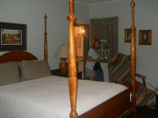 Augustus T. Zevely Inn: inside room showing four-poster bed