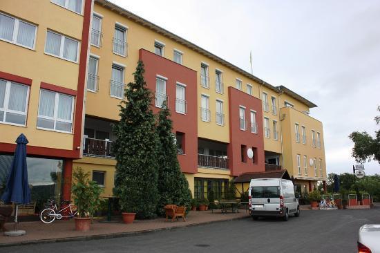 Landhotel Klingerhof: Ingang restaurant 'Tenne'.
