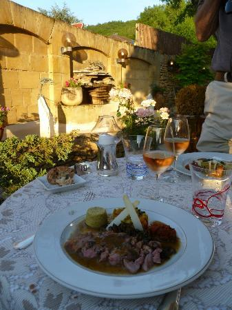 Hotel Du Centenaire: dining on the terrace