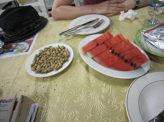 Haci Arif bey : Pistaches (à ne pas manquer) et pastèque raffraichissante