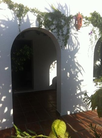 Hostal El Capi: entrada habitación