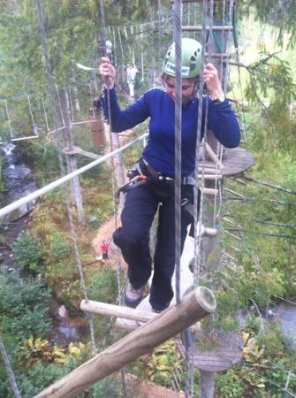 Hoyt og Lavt Aktivitetspark: høyt oppe henger vi;-)