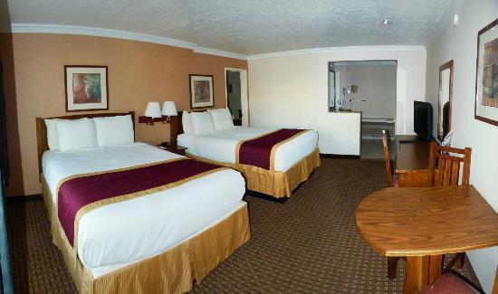 Park Vue Inn: big bedrm - 2 rm suite