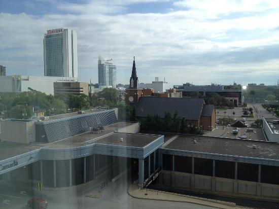 Sunbridge Hotel & Conference Centre Downtown Windsor: View from the room of the Tunnel to USA & Caesars Casino