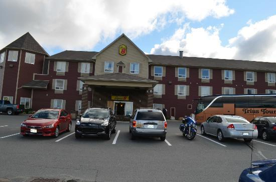 Super 8 Windsor NS: The hotel