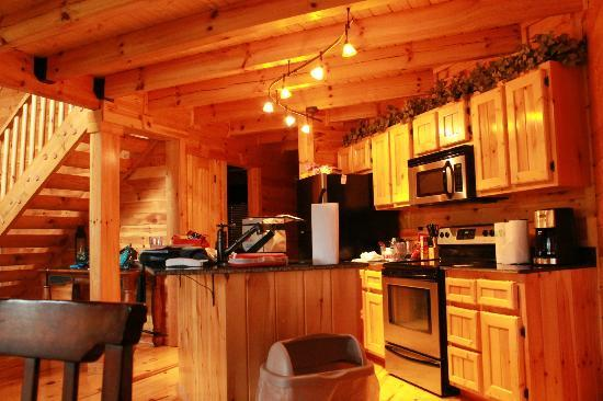 White Oak Lodge & Resort: Kitchen area in cabin